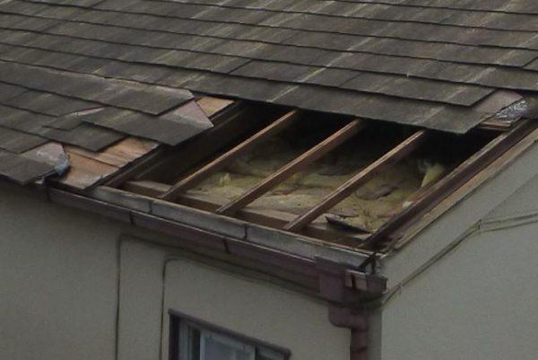 屋根の剥がれの確認